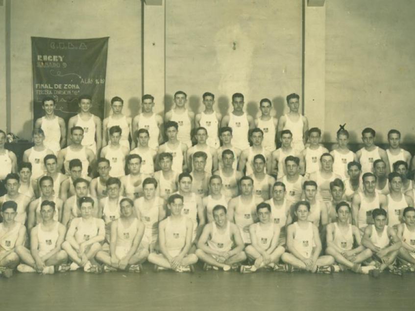 Clase de Gimnasia del CCU - 1933. Fuente: Fototeca del Club