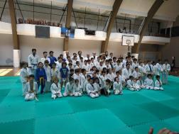 Judokas posando al final del encuentro